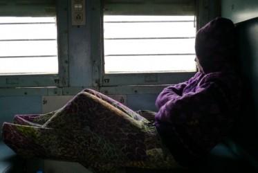 Pociągi w Indiach zaskoczyły nas swoją wygodą (przynajmniej te klasy sleeper). Jest to chyba najlepszy środek transportu na długich odcinkach, a przy tym bez wątpienia najciekawszy. Idealne miejsce do podglądania Hindusów i małych pogaduszek.