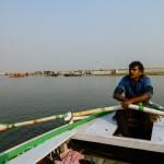 Zwiedzanie miasta z poziomu Gangesu jest obowiązkową i przyjemną atrakcją turystyczną.