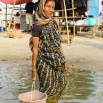 Hindusi bardzo chętnie pozują do zdjęć oraz, co było dla nas wielkim zaskoczeniem, wielokrotnie sami proszą, żeby zrobić im (za darmo) naszym aparatem zdjęcie.