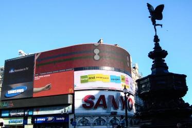 londyn plac z reklamami