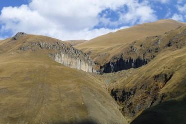 Dolina Truso w jej początkowym etapie jest bardzo surowa, ale przestrzenie są ogromne i robią niesamowite wrażenie.