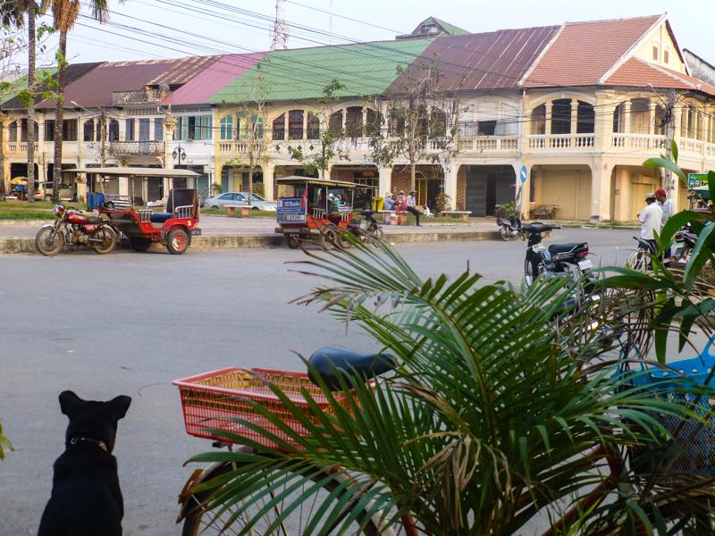 centrum Kampotu z zabudową pokolonialną