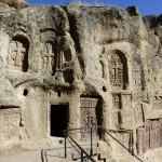 Nie znajdzie się dwóch jednakowych chaczkar. Mieszkańcy Armenii wierzą, że krzyż, na którym ukrzyżowano Jezusa zakwitł - stąd tyle zdobień wokół nich.