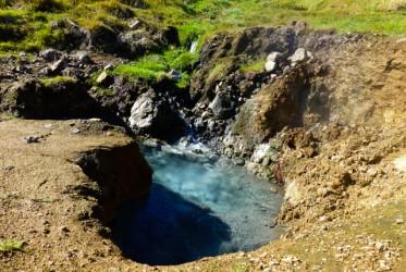 Nazwa bez wątpienia wzięła się od wyglądu okolicznego krajobrazu, który pełen jest pary i wrzącej wody (na zdjęciu)