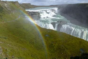 Jedna z ikon Islandii, Gullfoss, w całej swojej okazałości. Tęcza podobno jest tutaj w pakiecie.