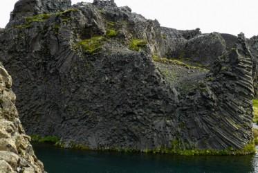 Formacje bazaltowe w okolicy wodospadu są powalające.