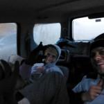 Noc spędziliśmy w samochodzie, ubierając na siebie wszystkie ubrania, jakie mieliśmy. Rękawiczki na nogach zdały egzamin.