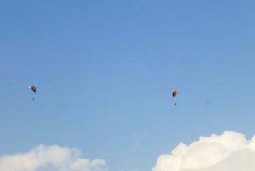 pokara skoki spadochron