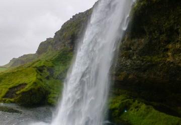 wodospad Seljalandsfoss z bliska