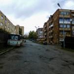 Zniszczone i brzydkie osiedla oraz opuszczone wraki samochodów to widok towarzyszący na każdym kroku.